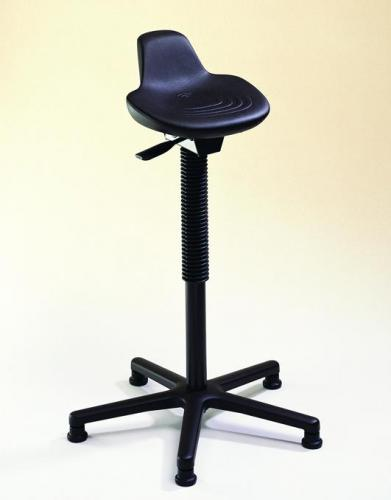 Standing aid with saddle seat